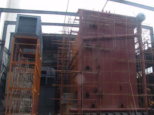 安装中的130吨大型热水亚博下载